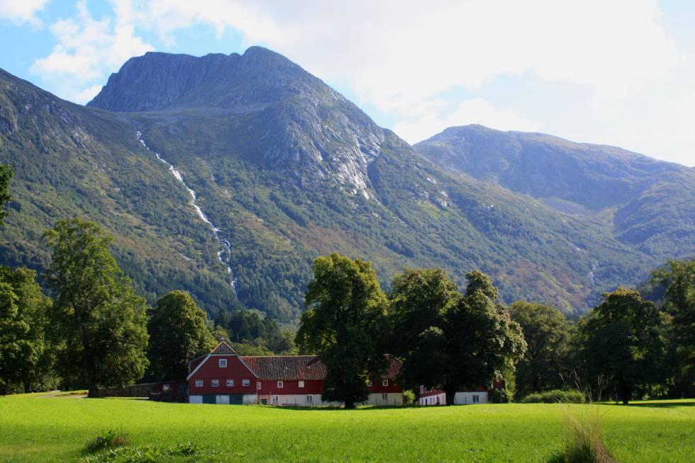Senderismo en las montañas de Noruega
