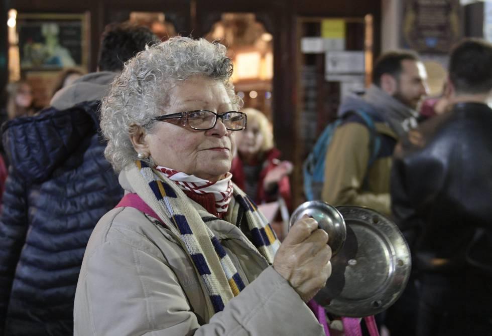 Una mujer mayor, durante una protesta en Buenos Aires.