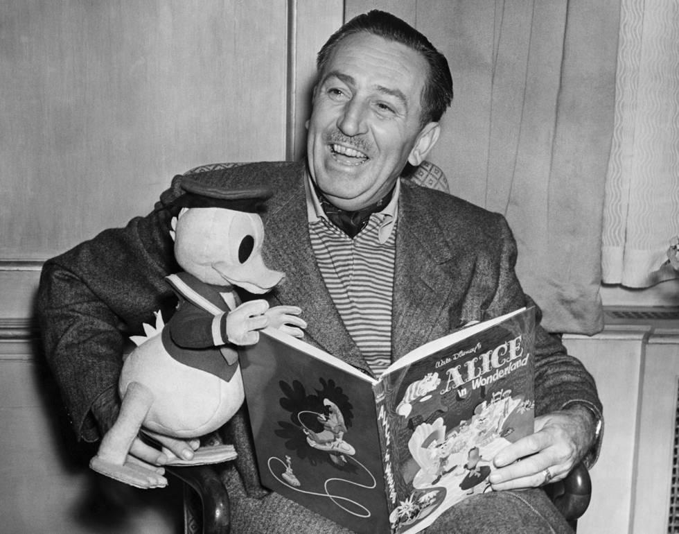 Apesar de a maioria acreditar que 52 anos após sua morte Walt Disney permanece congelado, a única verdade é que foi cremado em 1966