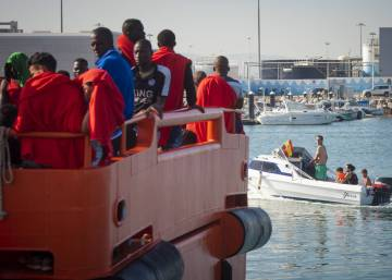 1,000 people rescued off the coast of Spain this weekend