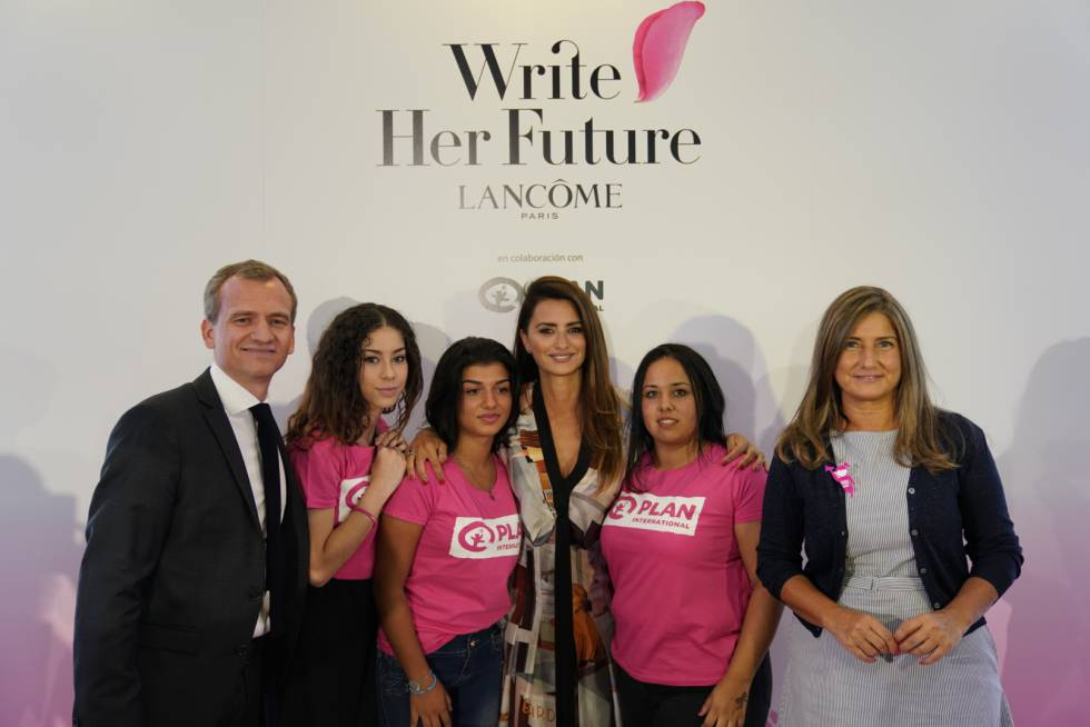 La desconocida 'hija' india de Penélope Cruz | Gente y