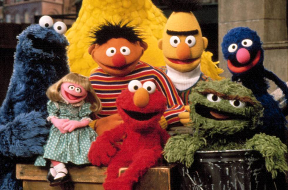 Parte de los personajes de  Barrio Sésamo   el monstruo de las galletas,  Prairie Dawn, Epi, Elmo, Blas, Oscar el gruñón y Coco. Cordon Press 6c94229326
