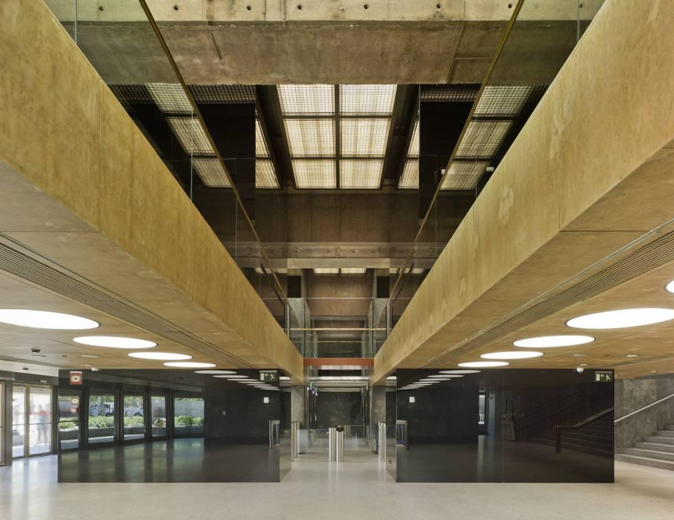 Hall de entrada de Castellana 81, en Madrid, antigua sede del Banco de Bilbao.