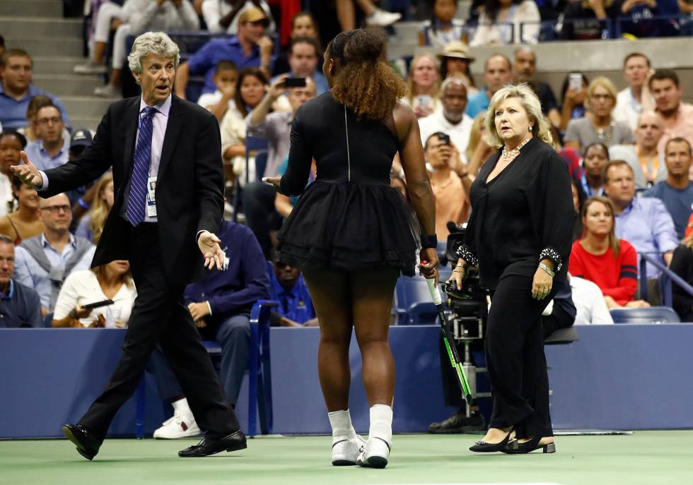 Serena Williams , a supervisora do circuito feminino do US Open, Donna Kelso, e o juiz Brian Early