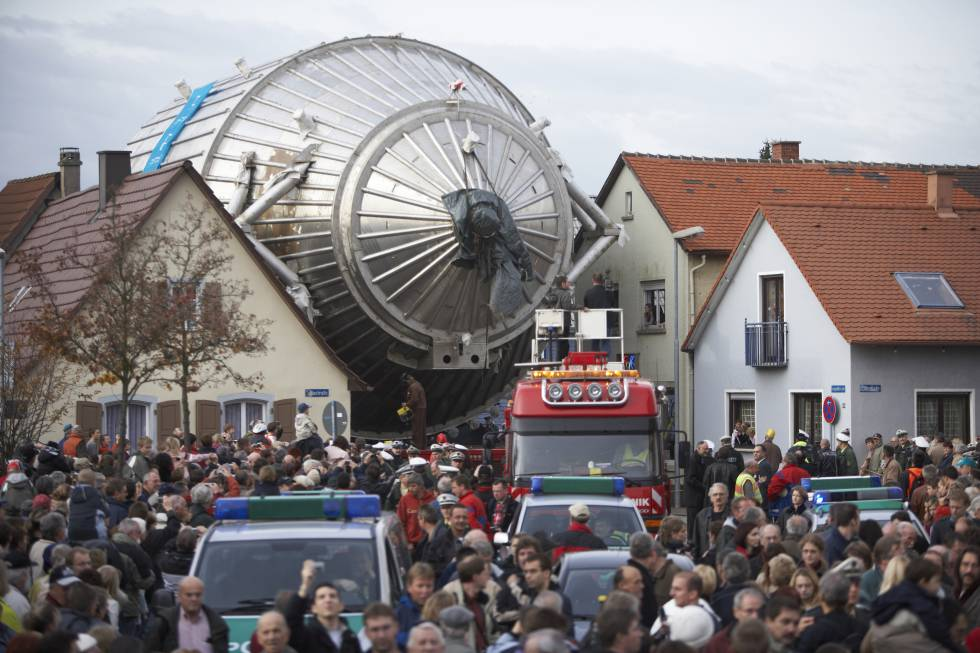 Llegada del espectrómetro principal de Katrin a Eggenstein-Leopoldshafen.