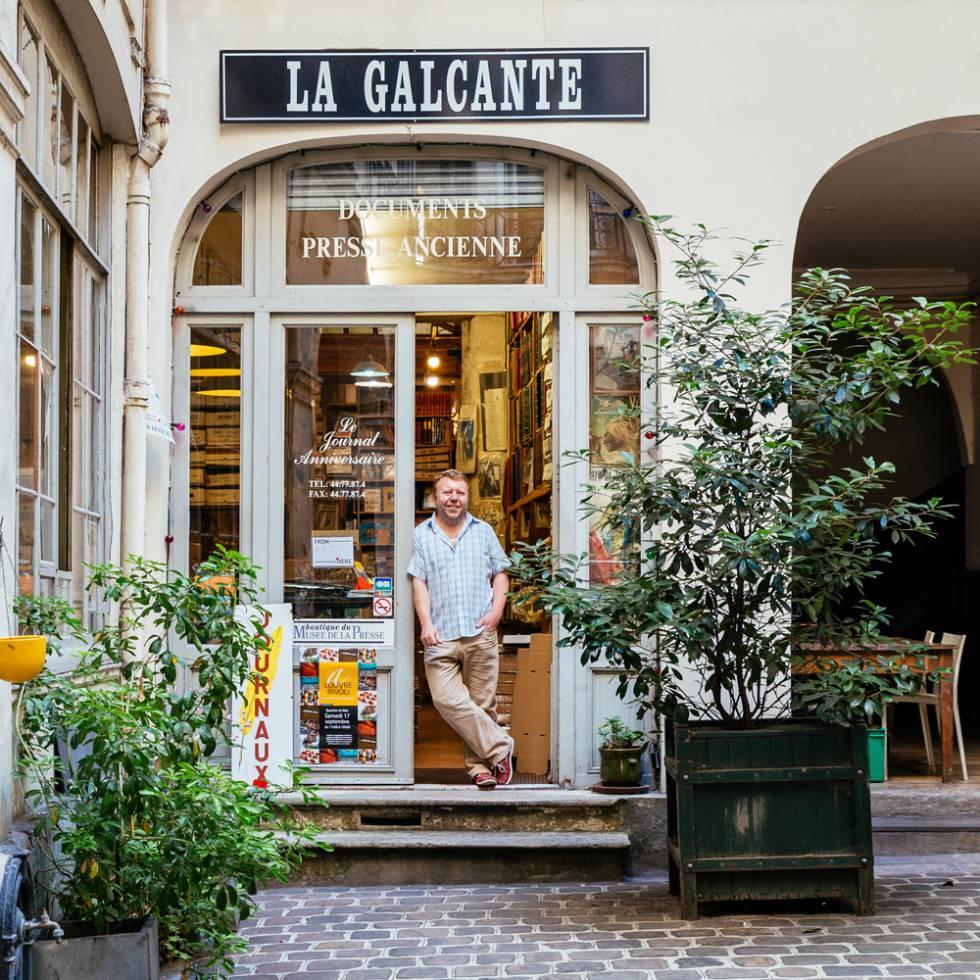 En La Galcante, en un callejón sin salida cerca del Louvre, se puede enredar entre 8 millones de periódicos y revistas.