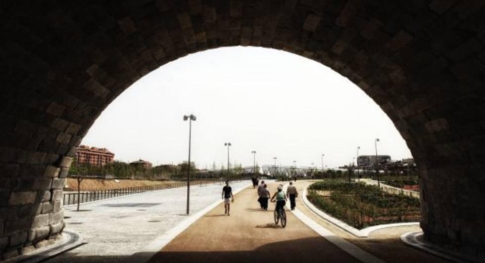 El Ayuntamiento rectifica y no prohibirá a las bicis circular por Madrid Río