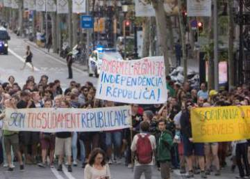 Roadblocks and protests on first anniversary of Catalan referendum