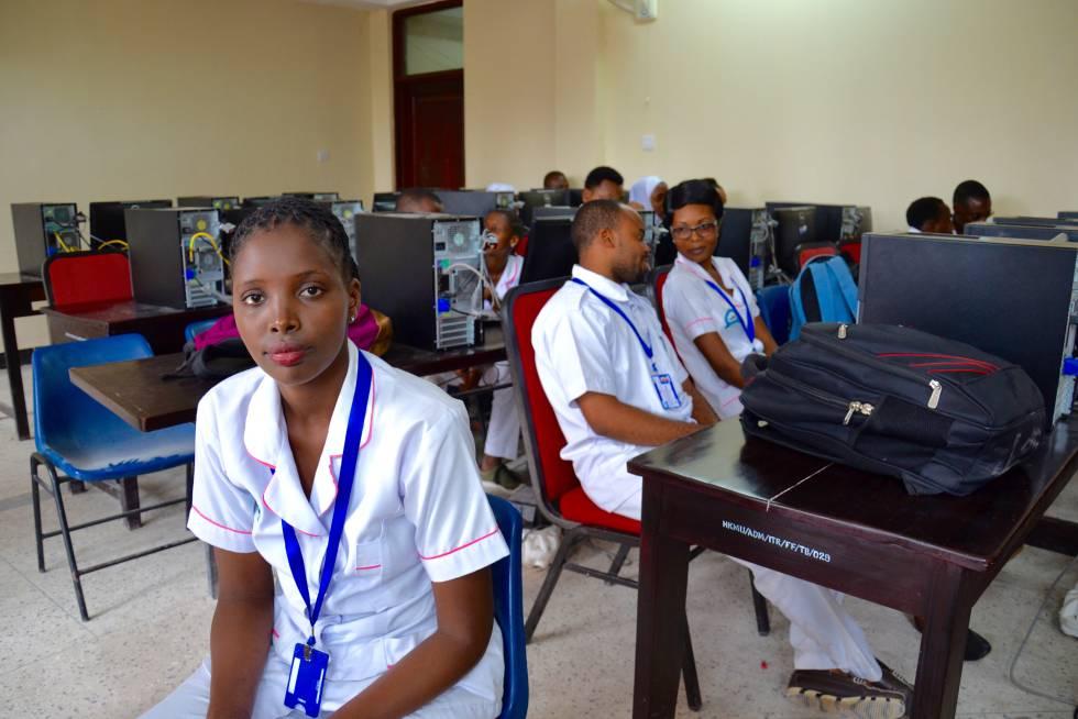 Taindi Katu es comadrona y ahora estudia a distancia para convertirse en enfermera.