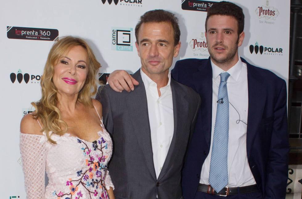 Ana Obregon, Alexandro Lequio y Alex Lequio en un evento en Madrid.