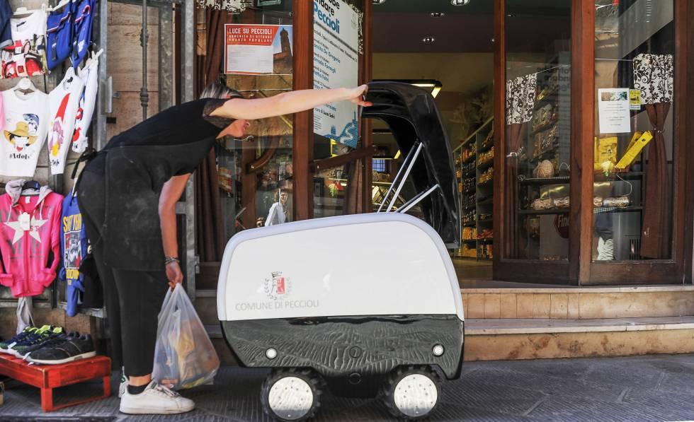 Prueba de Mobot, en Peccioli (Italia), un robot que se ocupará de recoger y llevar la compra.