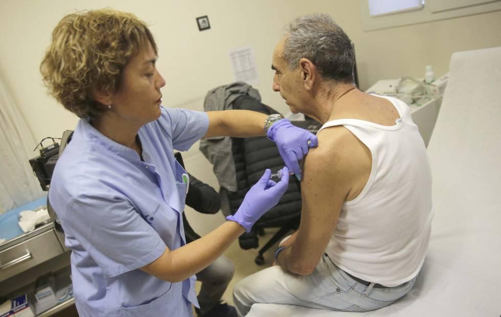 Inicio de la campaña de vacunación antigripal 2018, en San Sebastián.