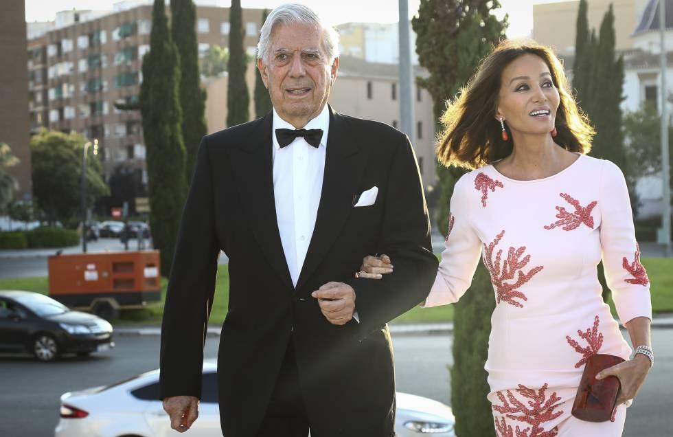 Mario Vargas Llosa e Isabel Presley en Valencia el pasado 3 de julio.