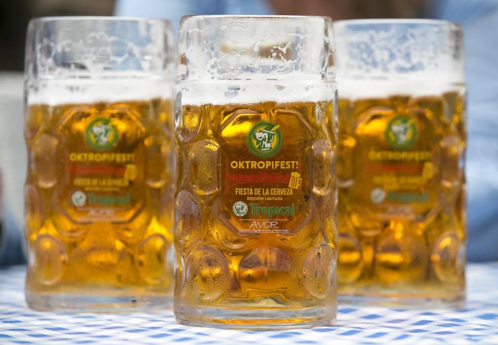 Cervejas para a Oktoberfest de Las Palmas, na Grande Canária.