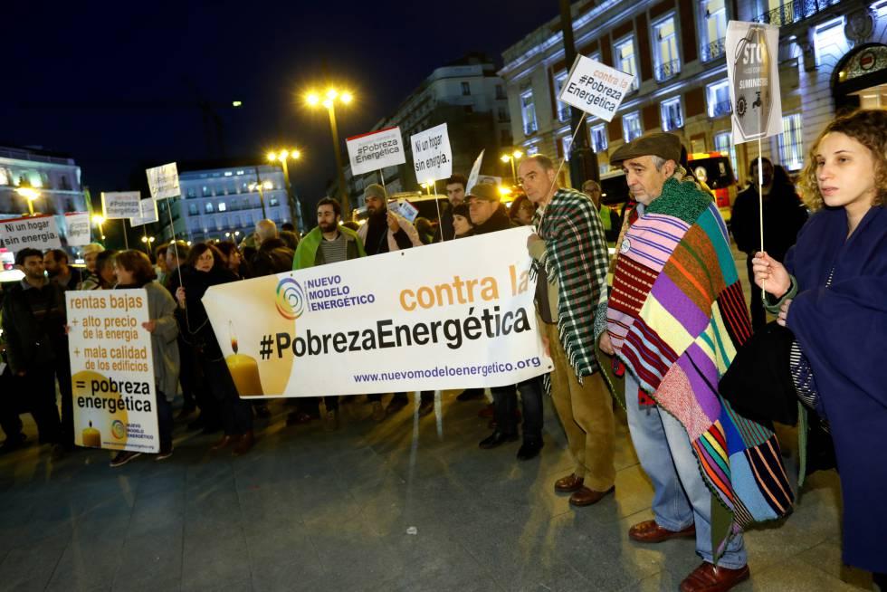Concentración en la Puerta del Sol de Madrid con ocasión del Día Europeo contra la Pobreza Energética.rn rn rn