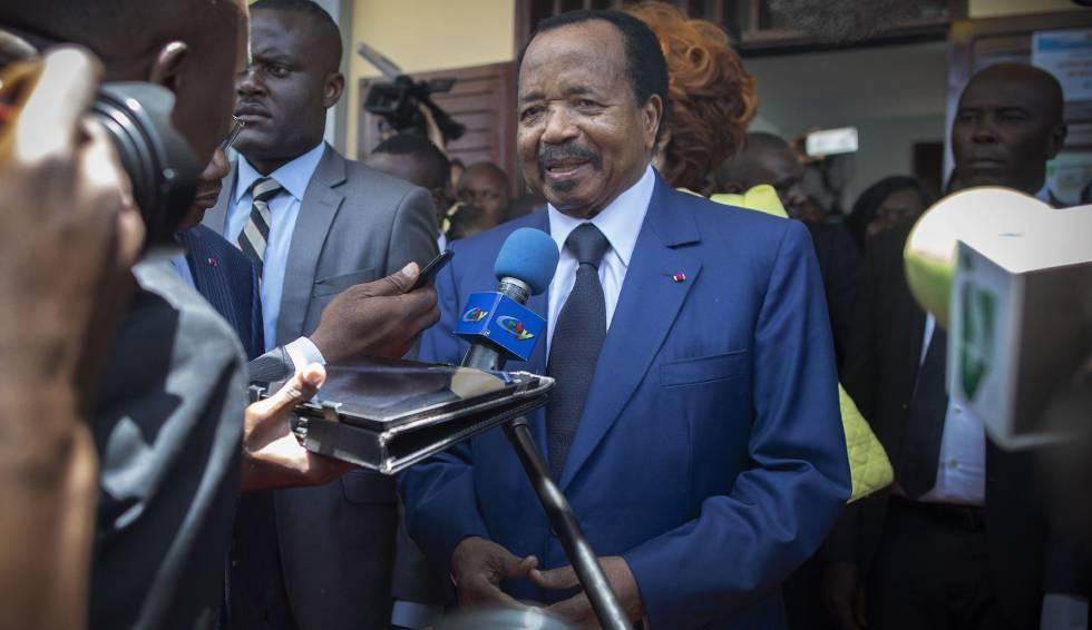El presidente de Camerún, Paul Biya, habla a la prensa después de votar en las elecciones presidenciales de su país el pasado 7 de octubre en Yaundé. Lleva 36 años en el poder.