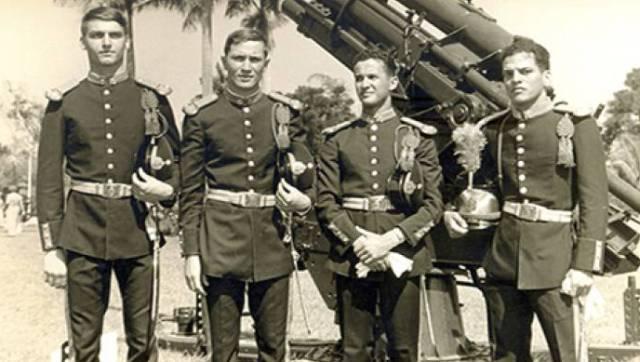Bolsonaro, con compañeros del Ejército.