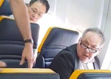 """Ryanair cambia de asiento a una mujer después de que un hombre la llamara """"negra fea bastarda"""""""