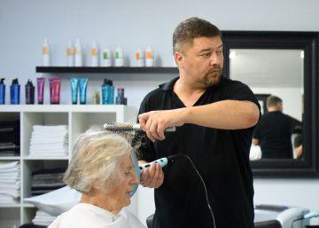 Short Hair Amateur Braless