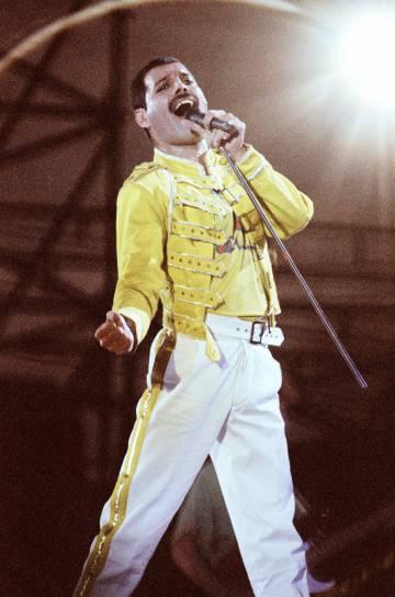 Freddie Mercury, en un concierto a finales de los ochenta.