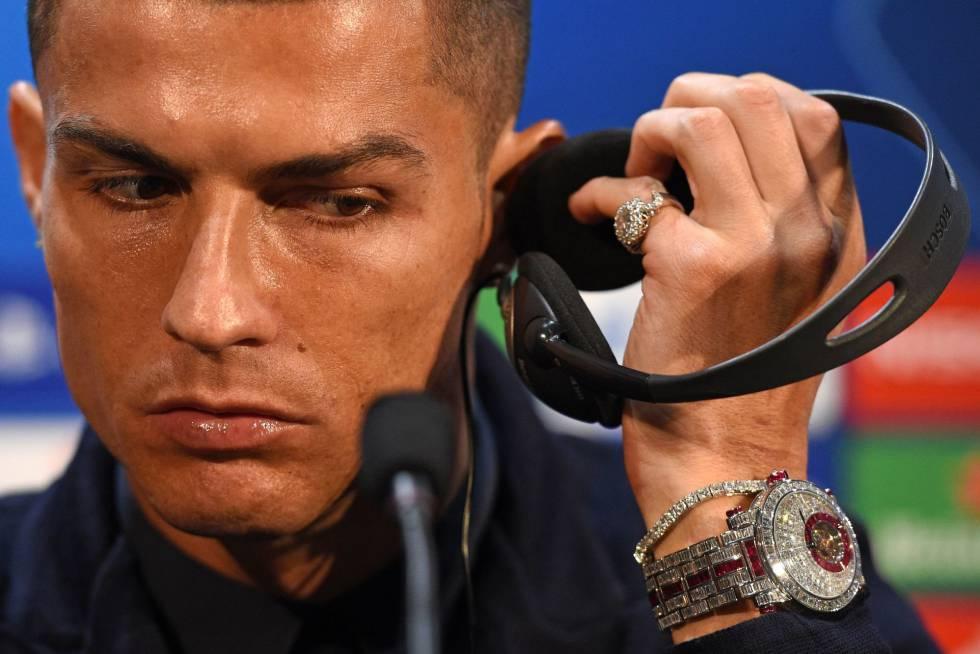c41079469 Cristiano Ronaldo presume de un reloj de dos millones