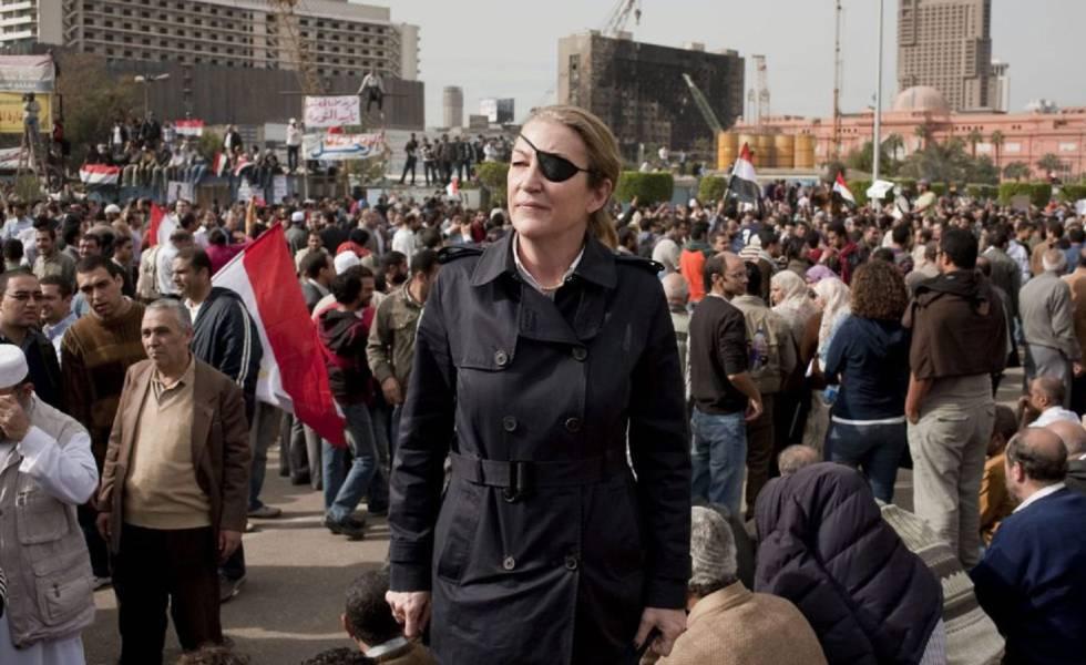 Marie Colvin: las batallas personales y profesionales de una corresponsal de guerra