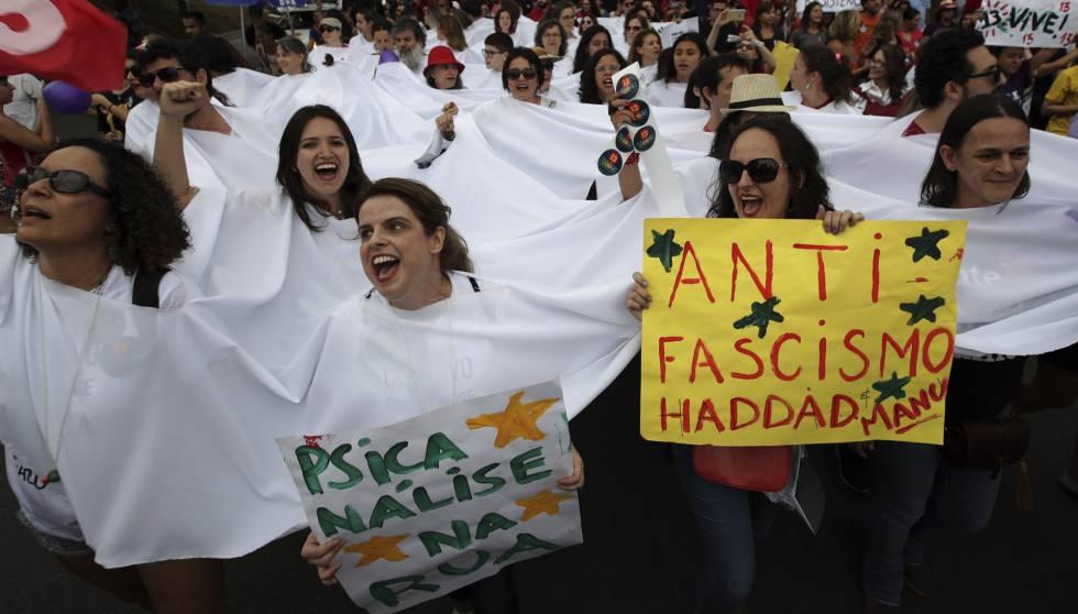 Manifestación en Brasilia contra la candidatura de Bolsonaro a la presidencia del país.