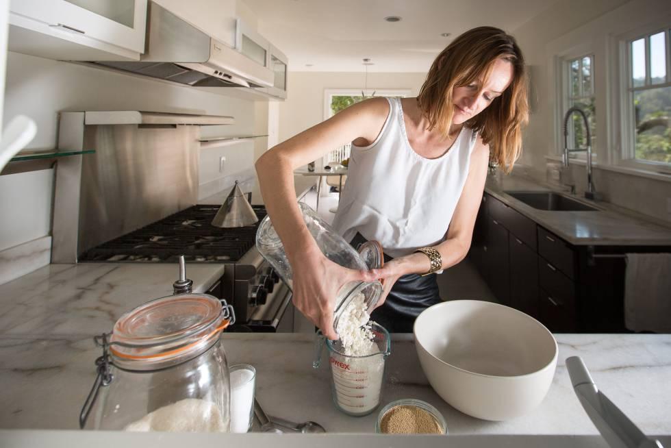 Bea Johnson, referente del movimiento 'zero waste', guarda los alimentos en tarros de cristal o loza.