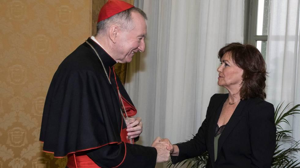 La vicepresidenta del Gobierno, Carmen Calvo, y el secretario de Estado vaticano, Pietro Parolin, durante su encuentro en la Ciudad del Vaticano.