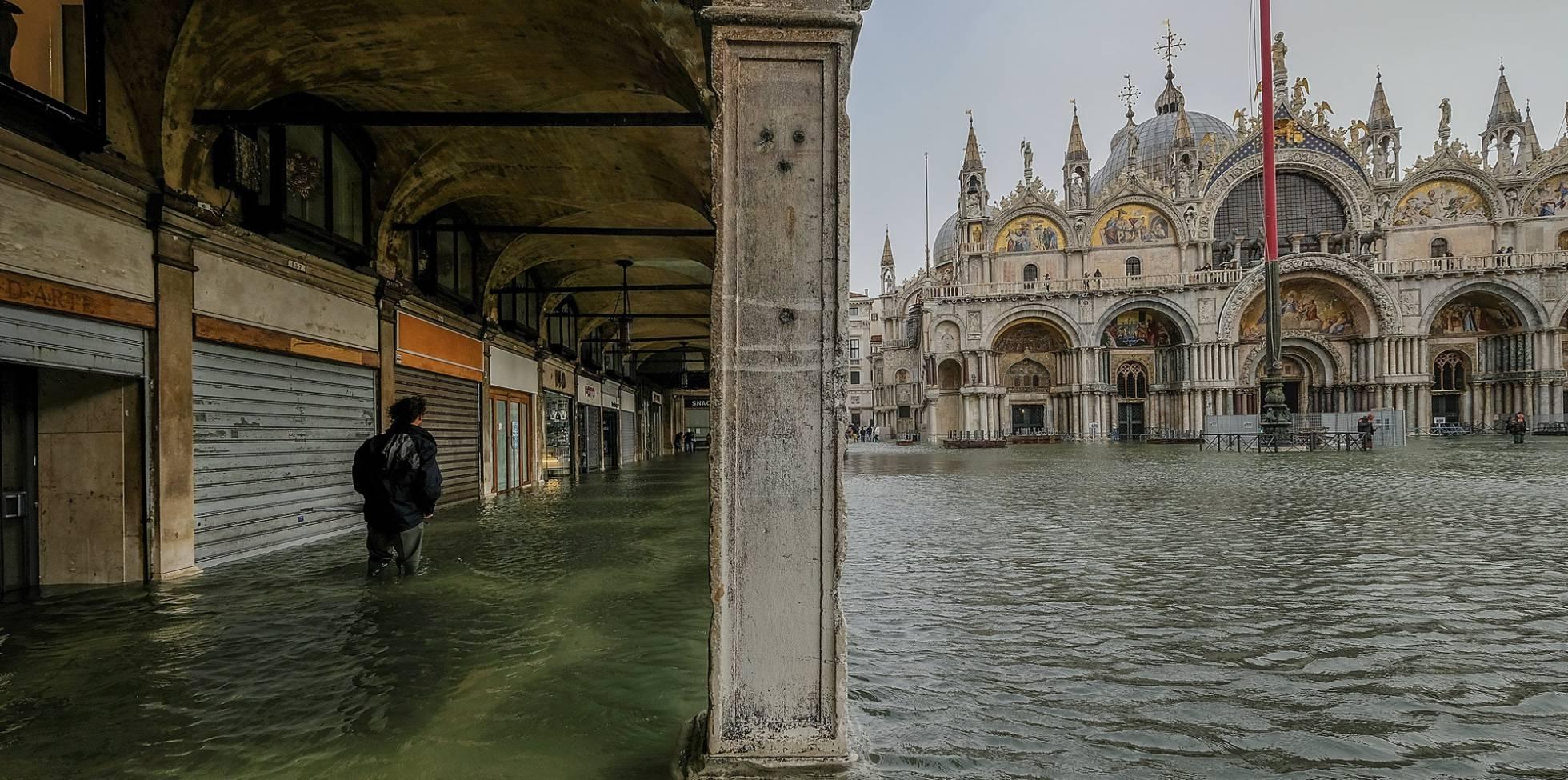 Resultado de imagem para inundaçao em veneza
