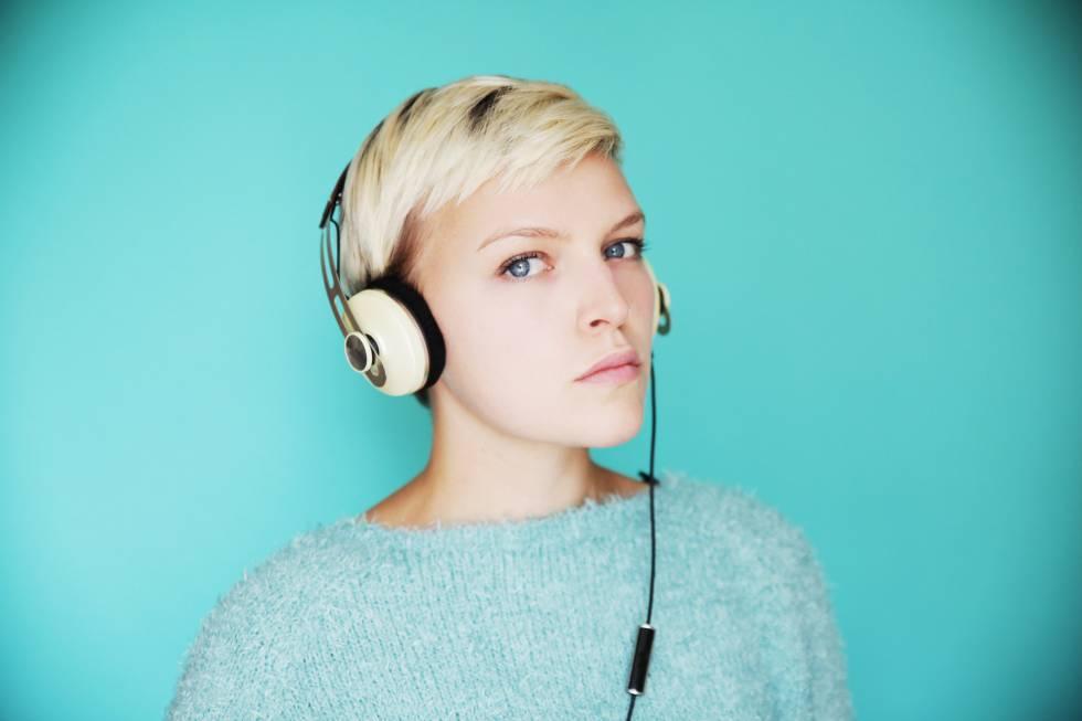 El consejo de la OMS para escuchar música sin riesgo de perder oído