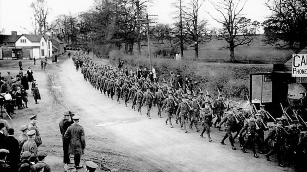 BiblioArchives  LibraryArchives. Canadian troops marching past... (CC BY)      Miguel Ángel Pereira Baz.     Proyecto EDIA. REA para Geografía e Historia. CeDeC
