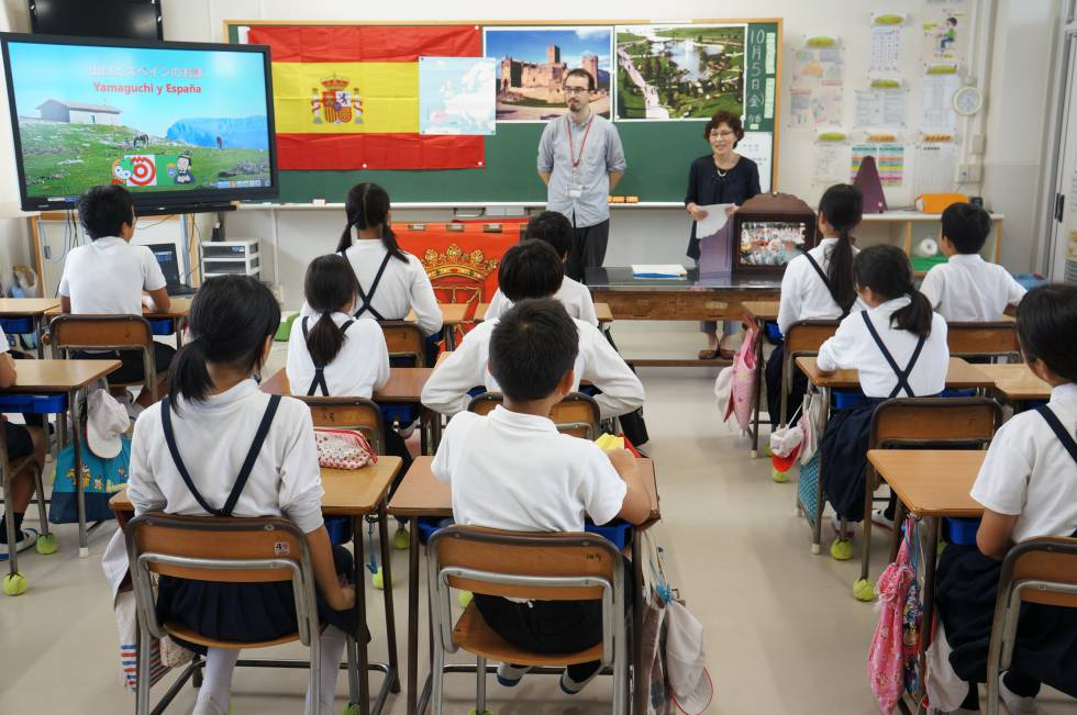 Cursos sobre Navarra en una escuela primaria en Yamaguchi.