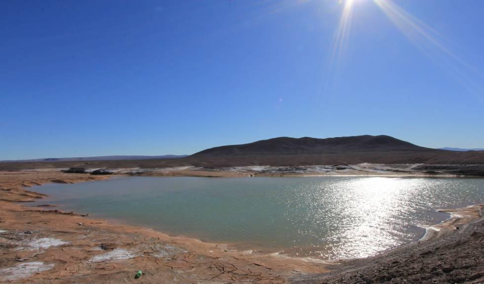 Otra laguna formada por las lluvias en el Desierto de Atacama.