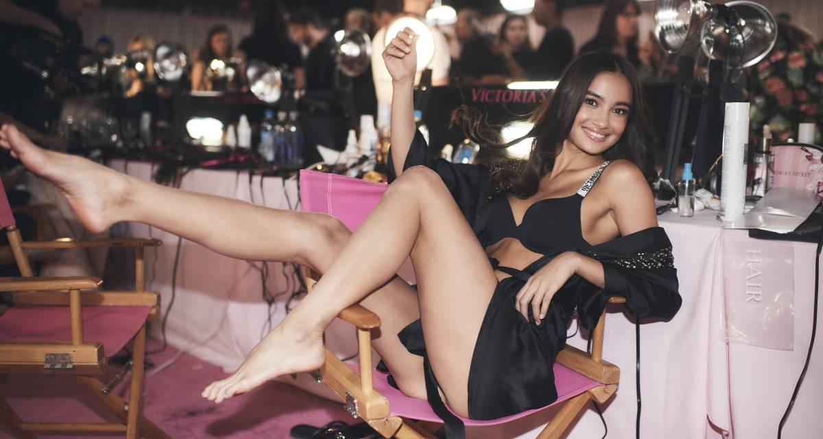 a92dc763ff La modelo filipina Kelsey Merritt poco antes del desfile de Victoria s  Secret de 2018.