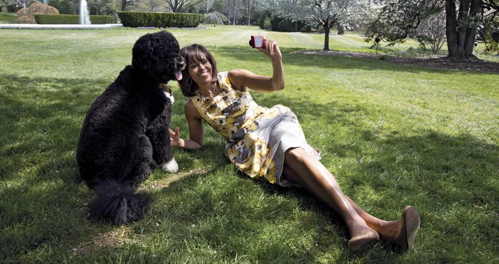 O casal Obama cumpriu a promessa feita a Malia e Sasha de que ganhariam um cachorro se o pai delas fosse eleito presidente. Acabaram tendo dois.