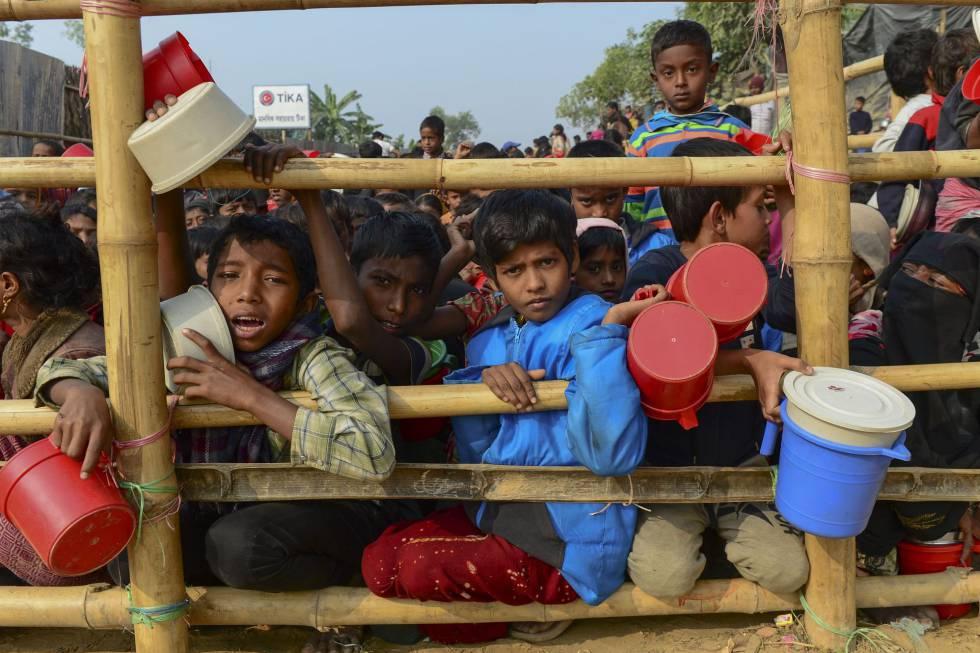 Refugiados rohinyá en el campo para desplazados de Thankhali (Bangladés).