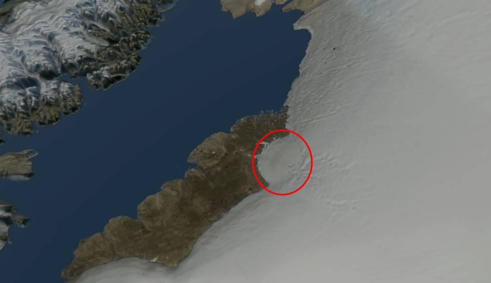 Imagen de satélite del glaciar Hiawatha, con la silueta del cráter señalada con un círculo rojo.