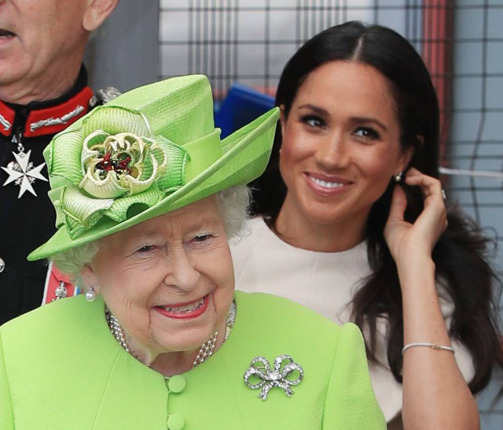 Isabel II y Meghan Markle en Cheshire, el 14 de junio de 2018.