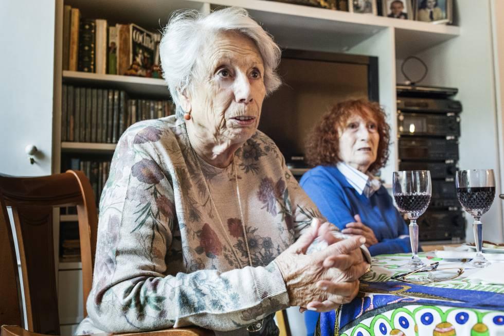Carmen y María Luisa Martín Puerta, 82 y 87 años, han donado su máquina.
