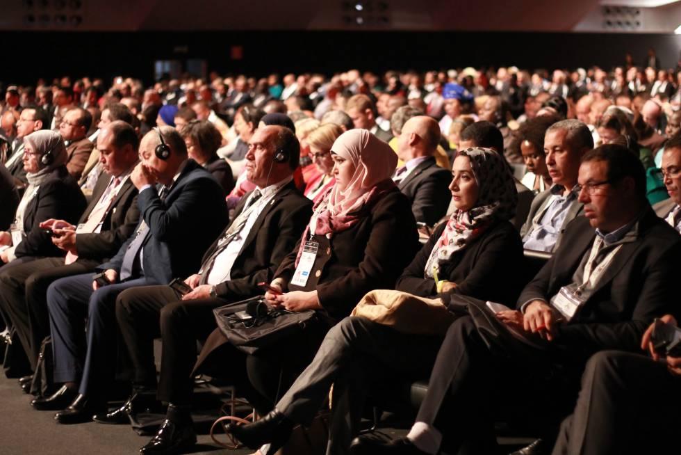 Asistentes escuchan las intervenciones de la Cumbre Africities en Marrakech
