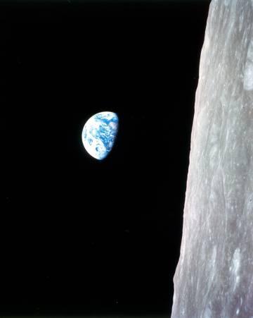 Esta imagen de la Tierra desde la Luna, tomada por los astronautas del 'Apolo 8', se ha convertido en icónica.