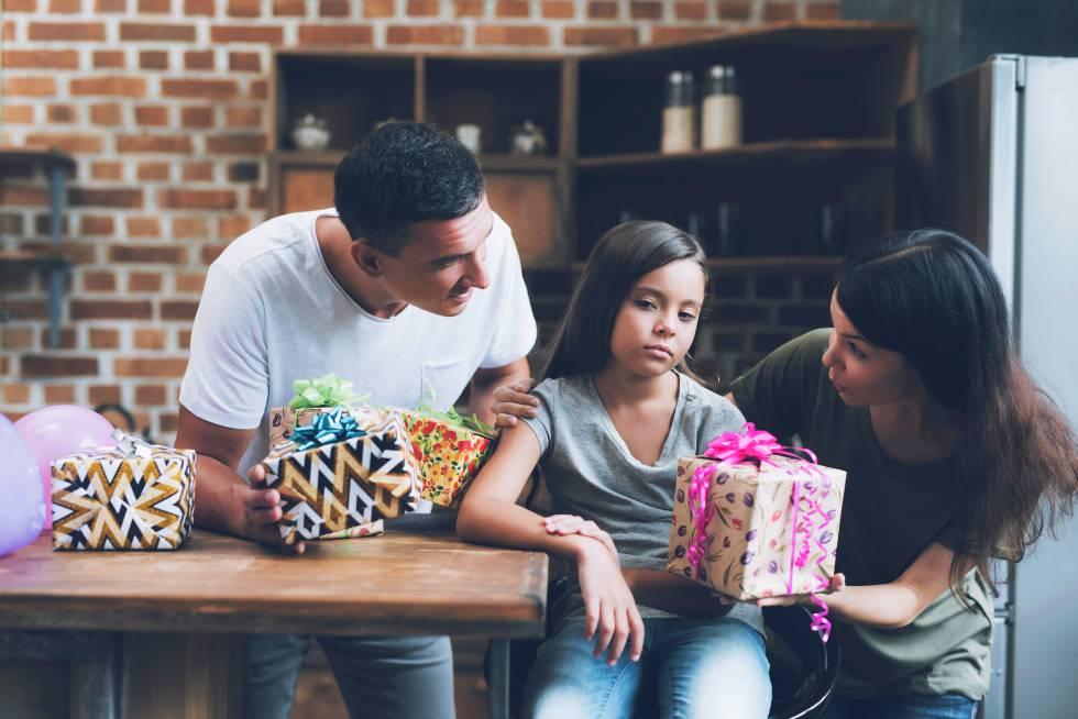 """Niños hiperregalados: """"Se regala mucho más de lo necesario y más de lo que un niño puede soportar"""""""