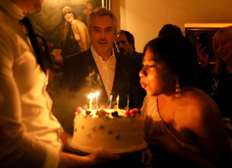 Alfonso Cuarón y Yalitza Aparicio en una fiesta de Netflix después del estreno de 'Roma' en un cine de California. Fue el pasado 10 de diembre.
