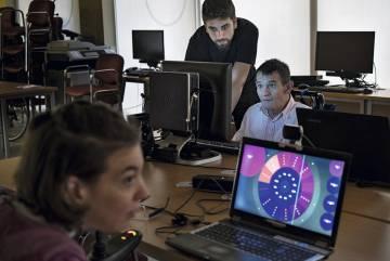 Vamvakousis, durante una de sus clases en la Asociación Catalana de Parálisis Cerebral.