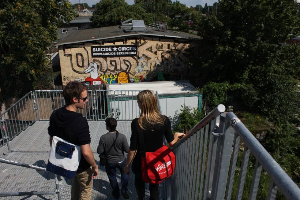 En Berlín se organizan rutas por el arte callejero guiadas por graffiteros.