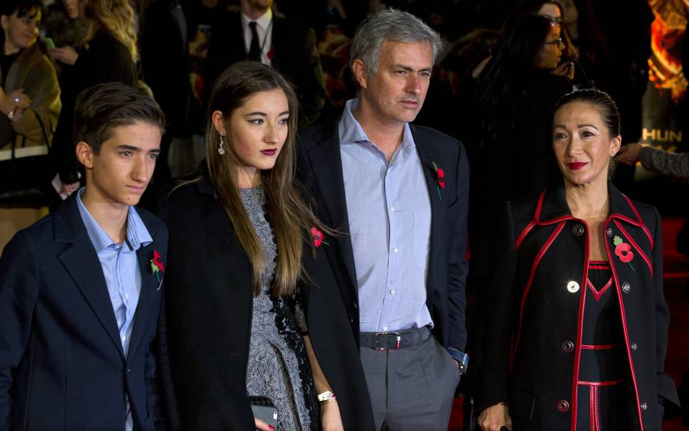 Jose Mourinho en 2014, junto a su esposa, Matilde Faria, y sus dos hijos Matilde y José Mario.