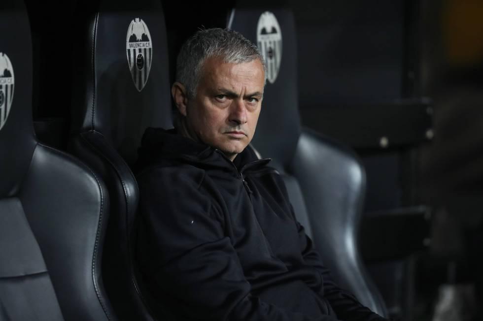 Jose Mourinho, durante el partido entre el Valencia y Manchester United, el pasado diciembre.