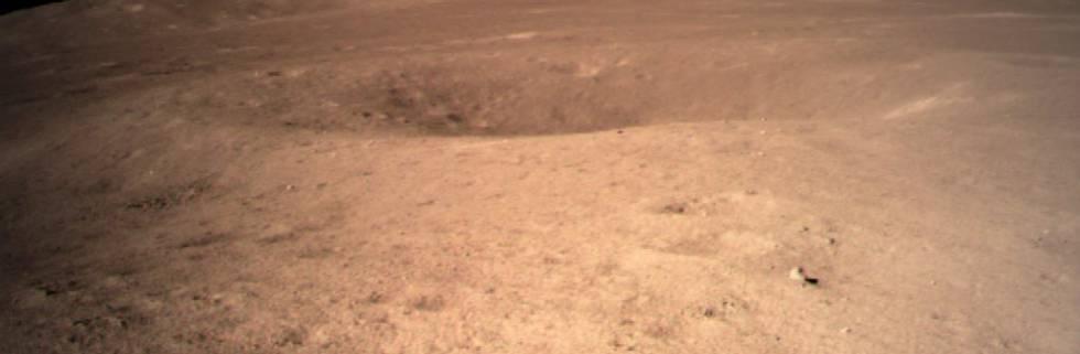 El robot chino 'Yutu-2' ya rueda por la cara oculta de la Luna