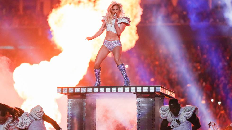 Lady Gaga en la actuación en la Super Bowl en Houston, Texas, en 2017.